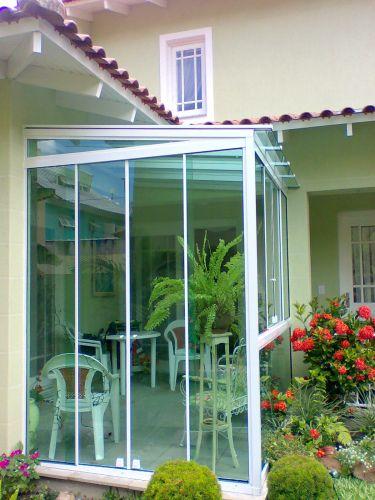 Fechamento vidro temperado verde alumínio branco
